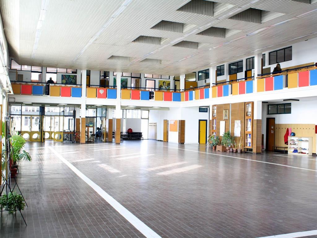 Хол школе